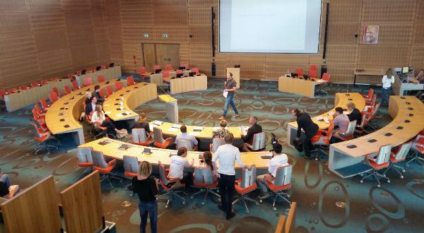 Photo of VWO 4 en 6 van CCC en Greidanus in debat in Statenzaal Provincie Overijssel