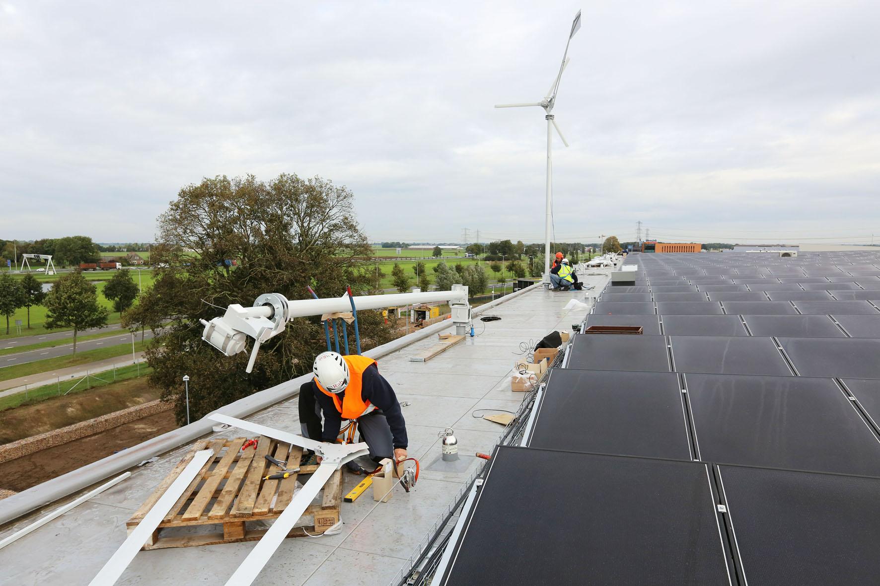 Photo of IKEA Zwolle plaatst 5.500 zonnepanelen en eerste van negen windmolens