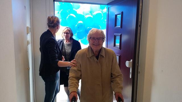 100 jarige mevrouw opent nieuw kantoor Buurtzorg Zwolle Zuid