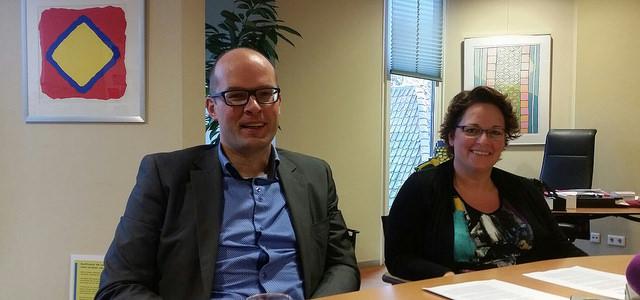 Wethouder Financiën Jan Brink (in de rol van aandeelhouder WEZO van de Gemeente Zwolle ) en Wethouder Sociale Zaken Nelleke Vedelaar