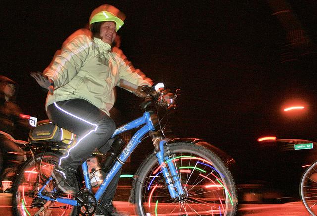 Photo of Studenten controleren fietsverlichting bassischool de Aquarel
