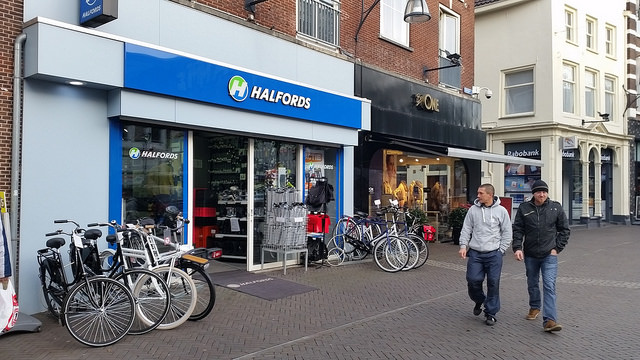 Halfords winkel Zwolle vandaag gewoon open