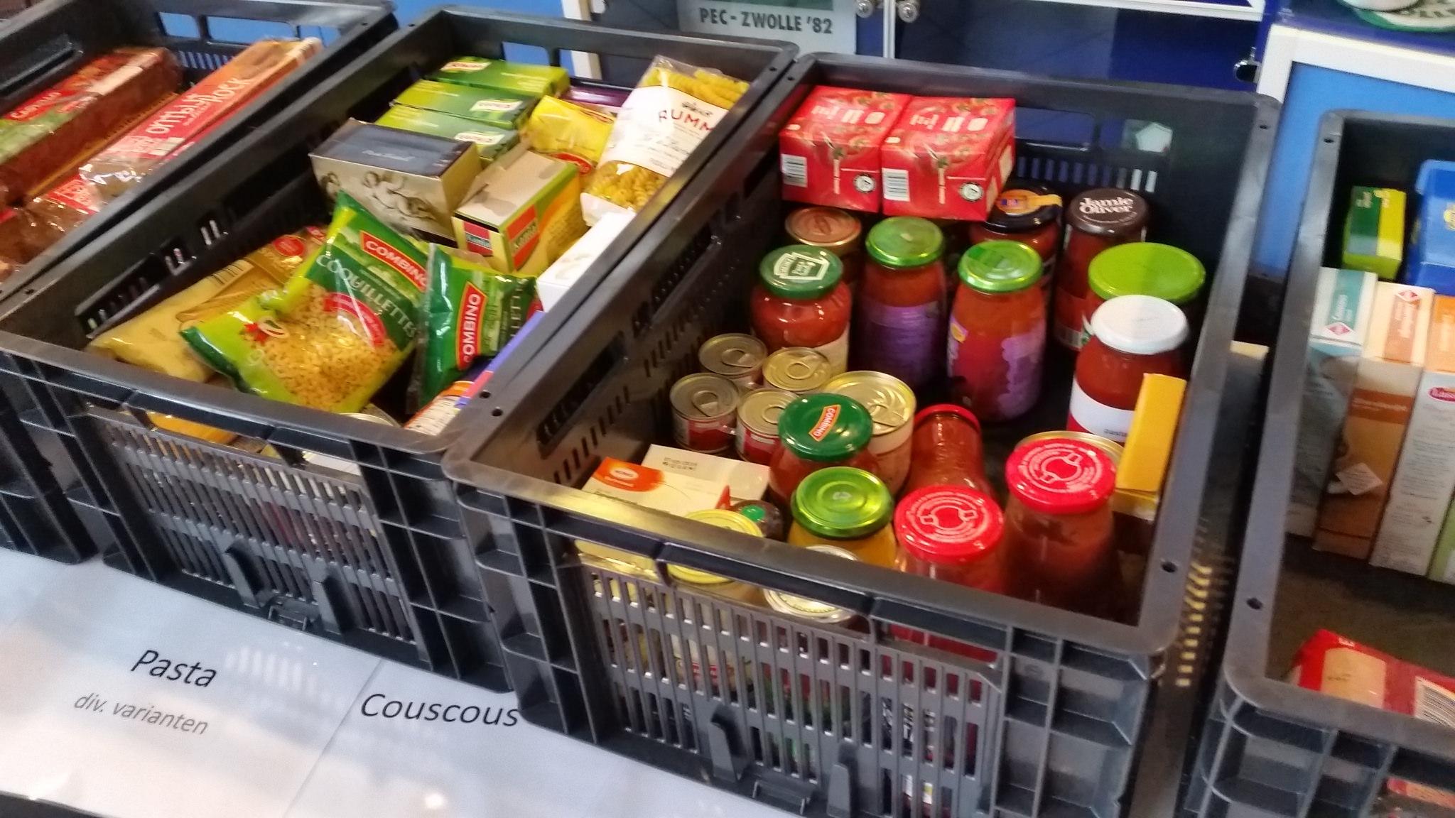 Photo of Regionale omroepen van Nederland en PEC Zwolle in actie voor Voedselbank