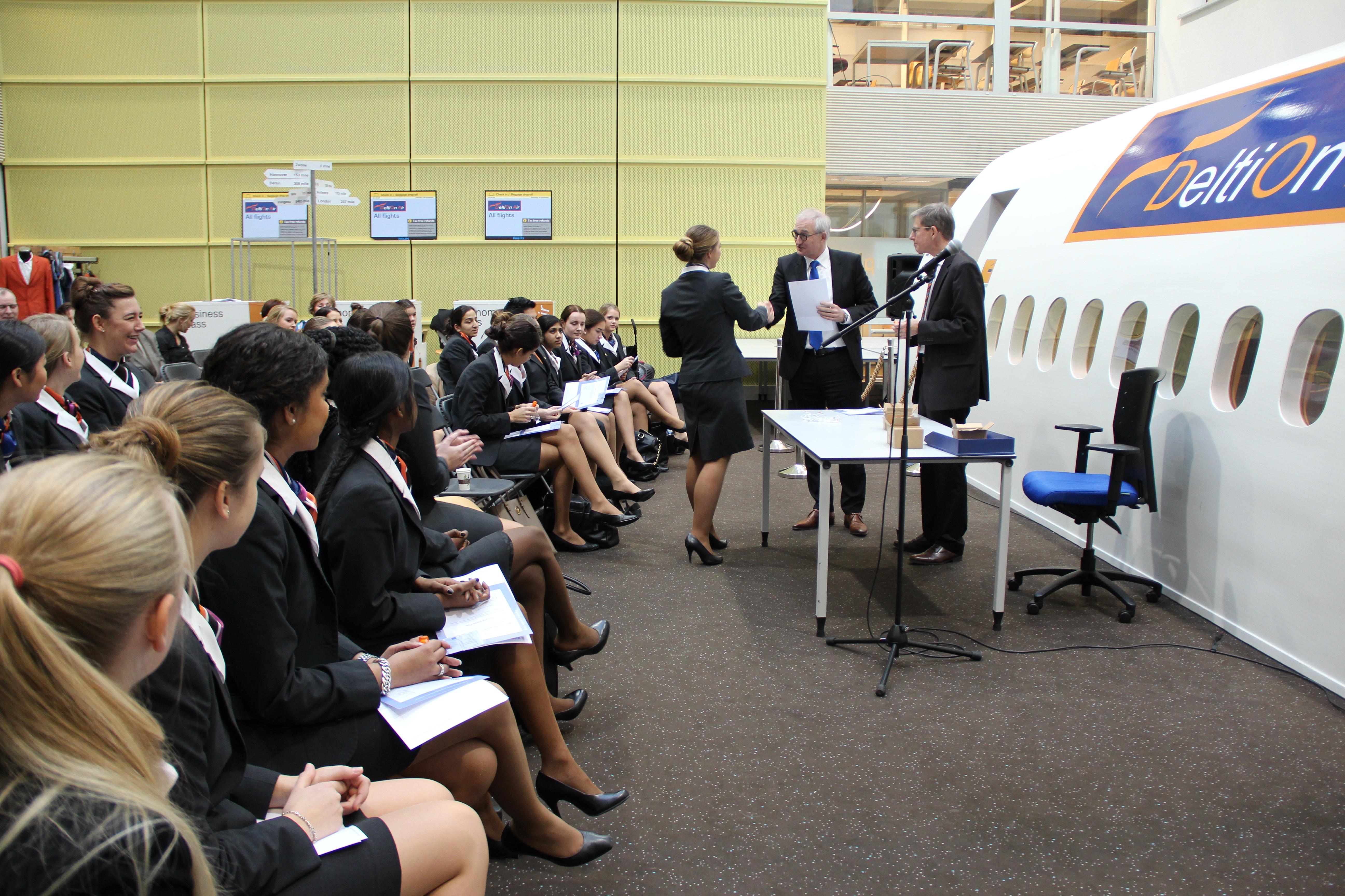 Photo of Aspirant stewardessen Deltion College behalen EHBO diploma