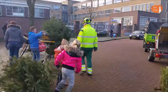 Photo of Record: 9238 kerstbomen ingezameld door jeugd