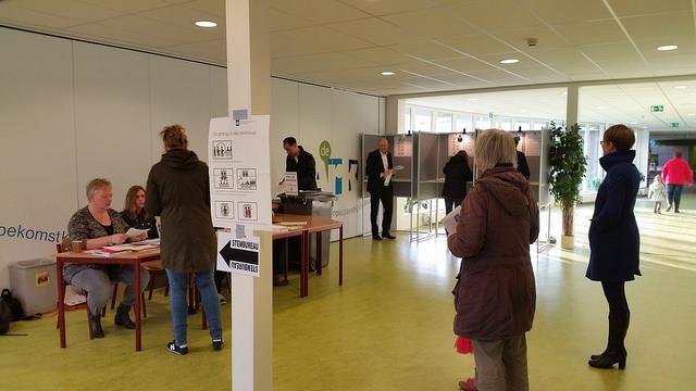 Photo of Stembureau station Zwolle als eerste geopend in heel Overijssel
