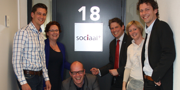 "Vlnr: Nelleke Vedelaar, Jan Brink, René de Heer, Margreet Bijnagte en Paul Kanis: ""Sociaal Plus is een voorbeeldbedrijf."""