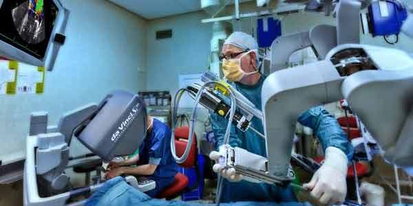 Photo of Isala voert 1e hartklep operatie Nederland uit met operatierobot