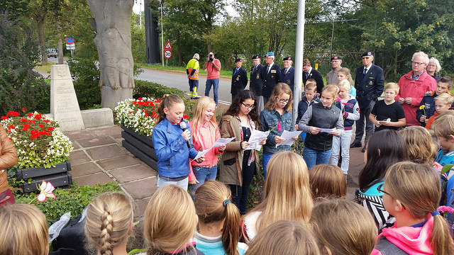 Photo of School gedichtenwedstrijd 4 mei opent ogen voor toekomst