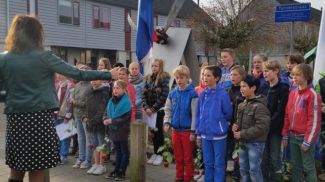 Photo of Herdenking aan de Pilotenlaan Zwolle vanwege bevrijding 70 jaar geleden