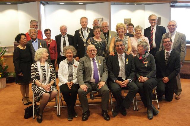 Photo of [Foto's] Lintjesregen: koninklijke onderscheiding voor tien Zwollenaren