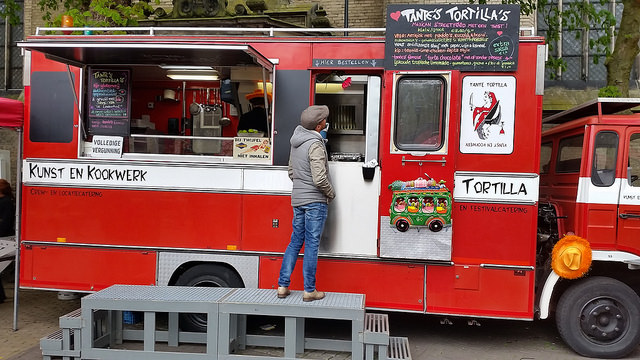 Photo of Foodtrucks parkeren op Grote Kerkplein Zwolle