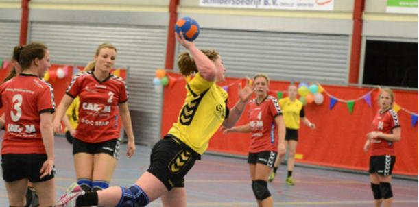 Handbaldames SV Zwolle pakken winst op De Gazellen in spannende laatste wedstrijd