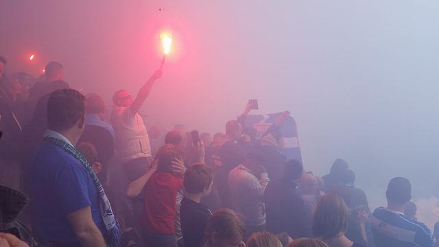 Photo of [VIDEO] Uitzwaai training PEC – Duizenden fans bij stadion én Ceintuurbaan