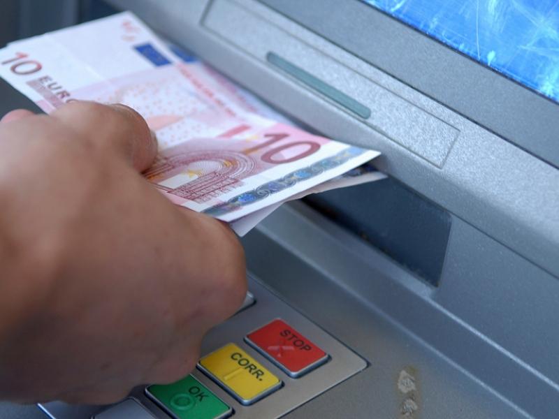 Photo of 'Cash Trapping' door afdekplaat op pinautomaat ABN AMRO Dobbe