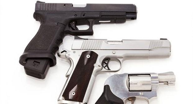 Photo of Mannen veroordeeld voor wapen- en munitiemagazijn in Zwolse garagebox