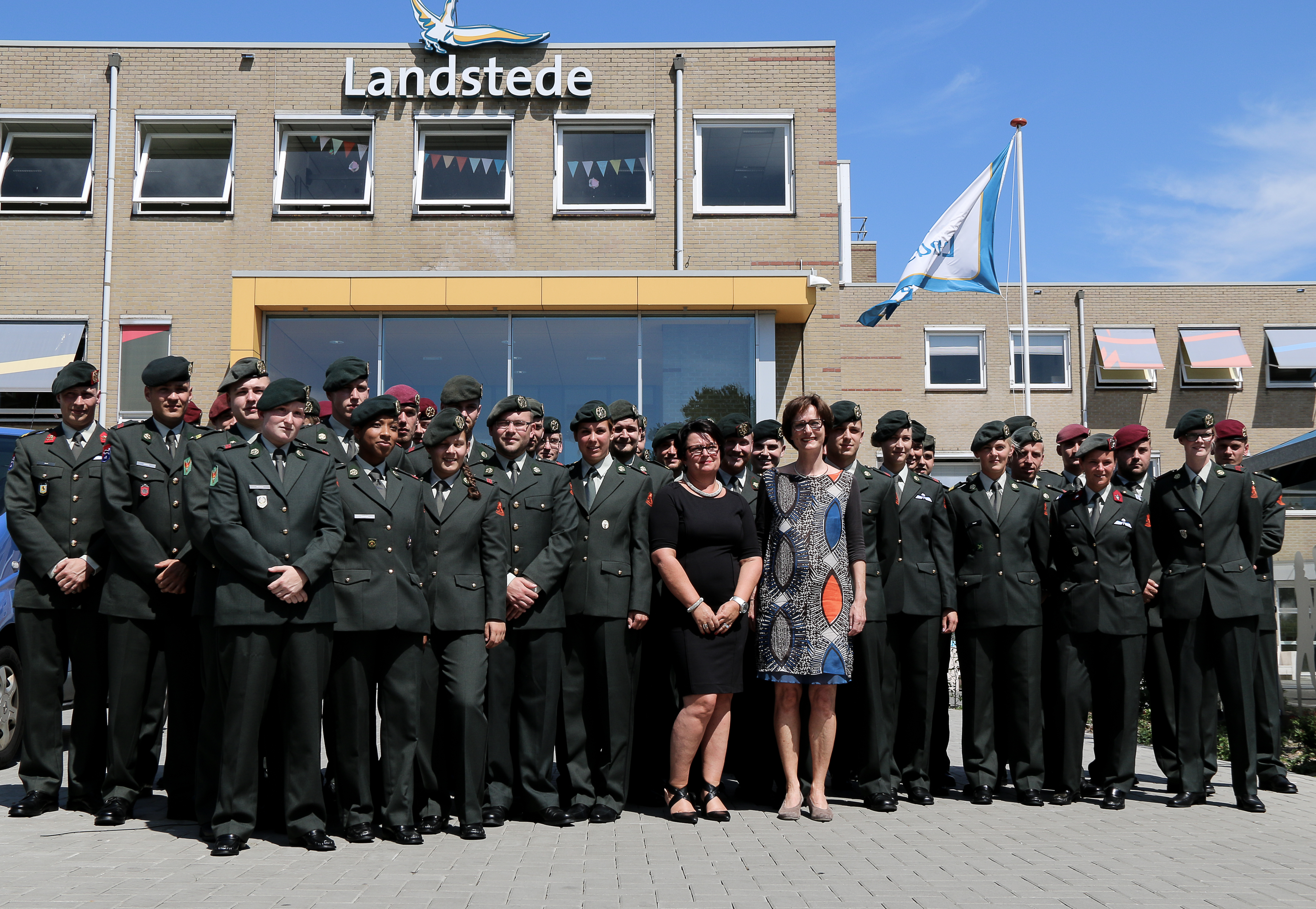 Photo of Defensie-medewerkers geslaagd voor Verzorgende IG bij Landstede Zwolle