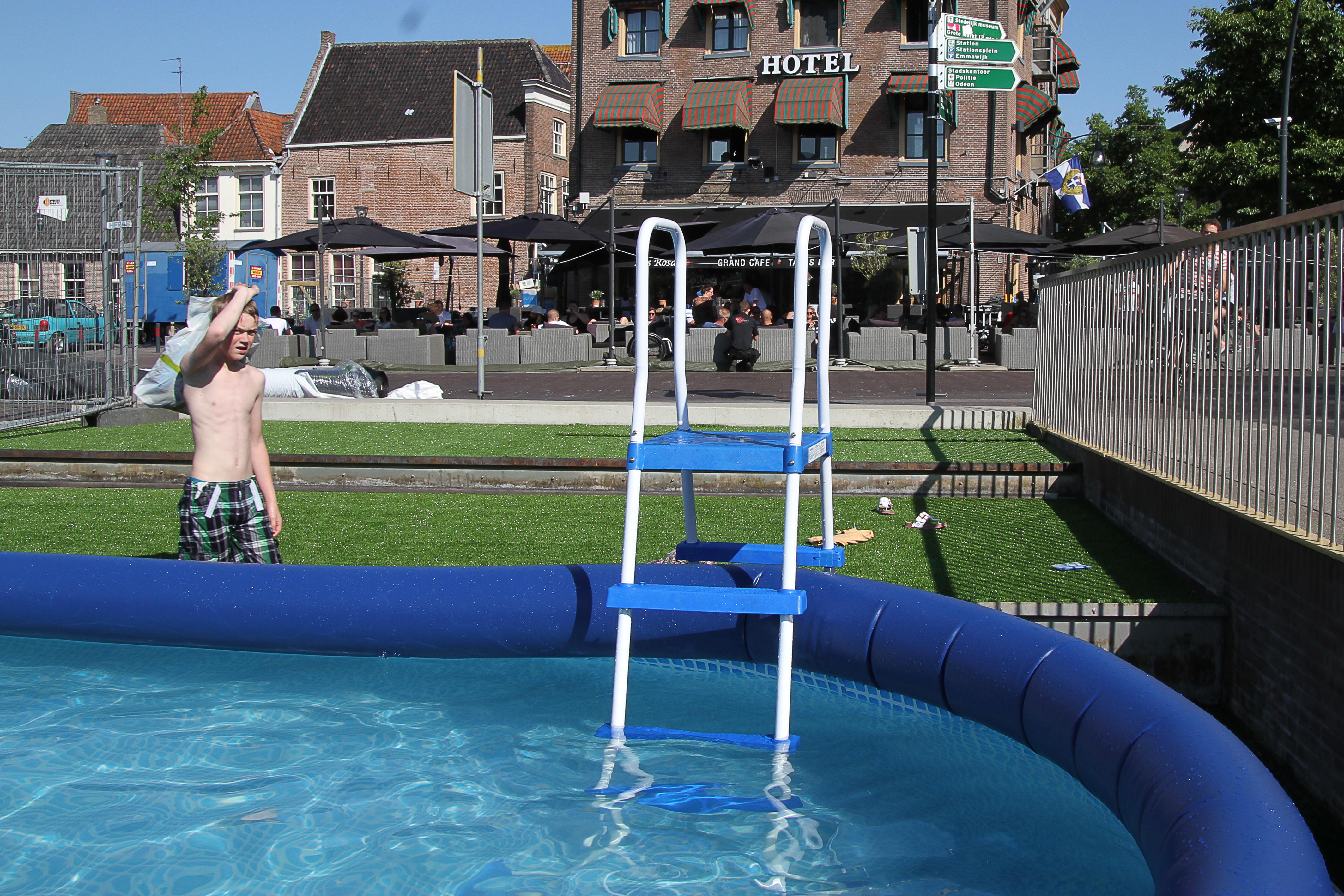Photo of Zwembad met zonneweide op Rode Torenplein bij Las Rosas