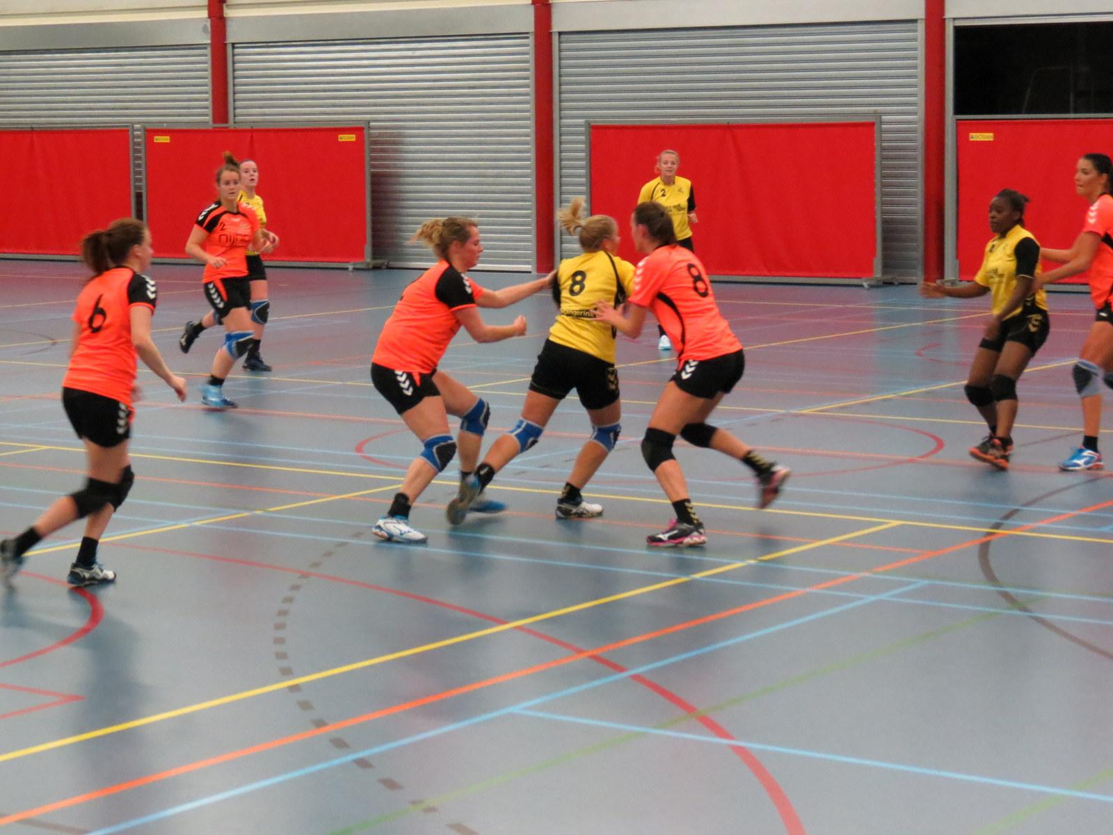 Photo of SV Zwolle Handbal Dames 1 knokten terug, maar konden Nijhof/Broekland net niet inhalen