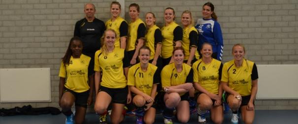 Photo of Dames 1 van SV Zwolle Handbal niet koelbloedig genoeg tegen Heino