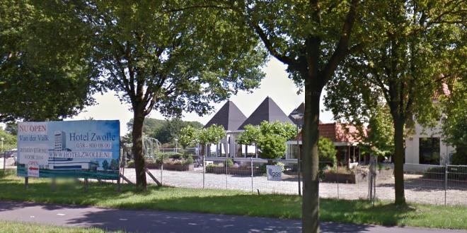 Photo of Oude Van der Valk wordt kinderwagen museum
