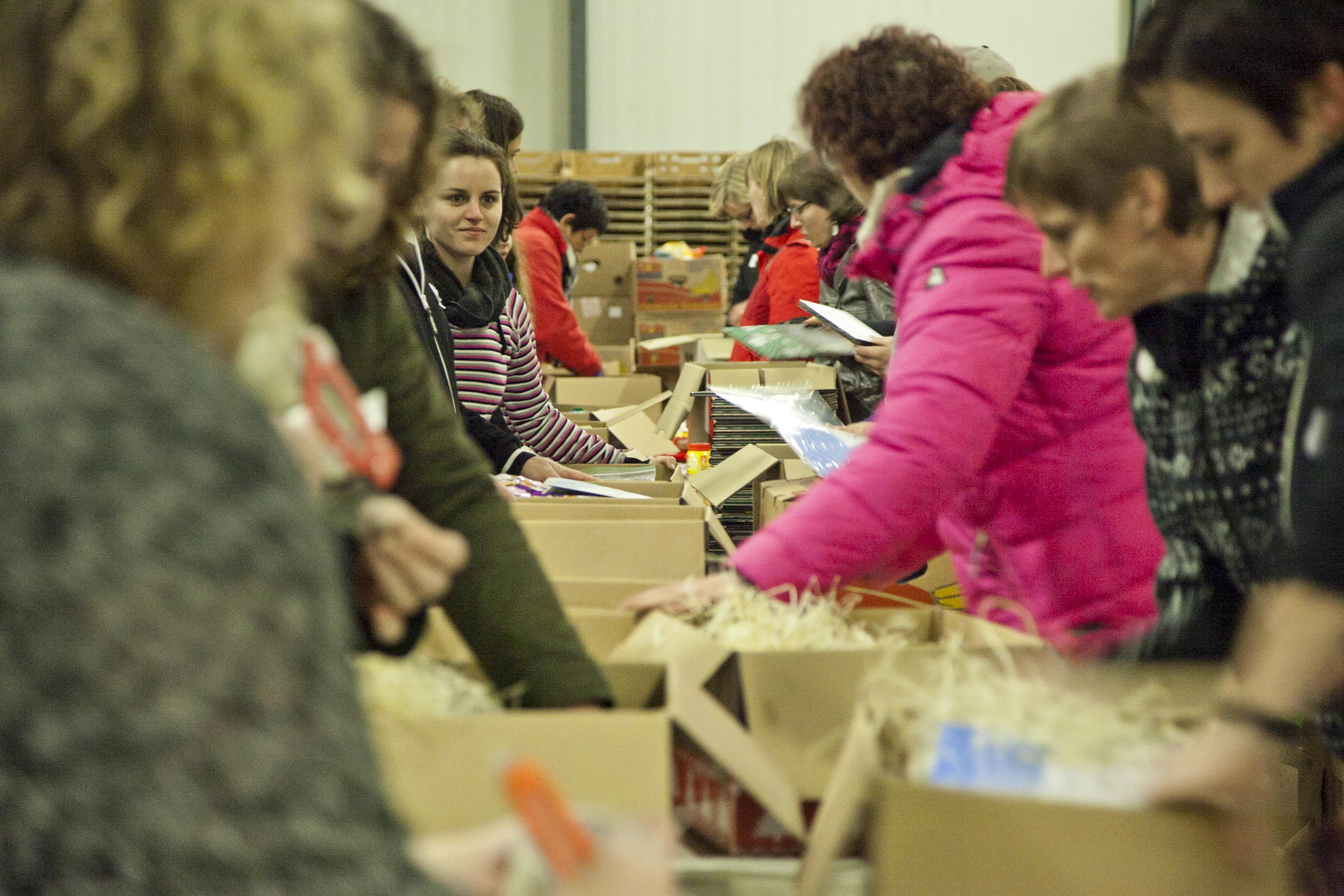 Photo of Vrijwillig kerstpakketten maken voor sociale minima in Zwolle
