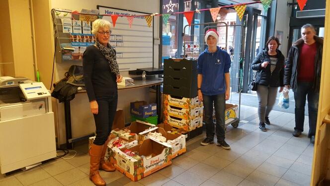 Photo of Al 18.082 producten op 1e inzameldag kerstpakkettenactie Zwolle