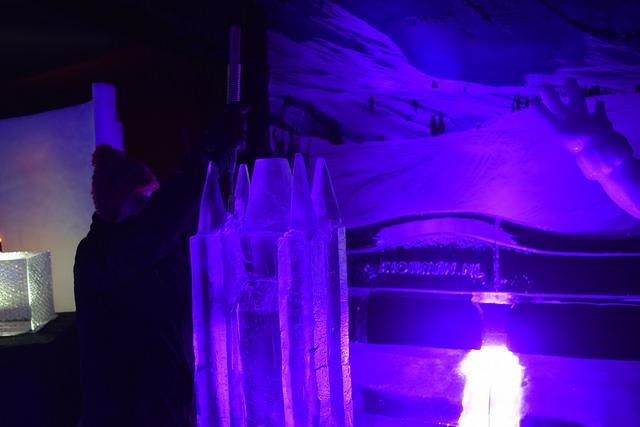 Photo of Sassenpoort staat koud te worden op het IJsbeeldenfestival