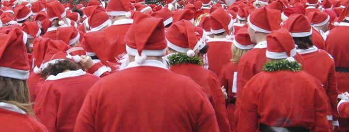 Photo of Tweehonderd Kerstmannen rennen 1200 euro bij elkaar