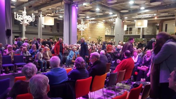 Photo of [Live vanuit IJsseldelta Center] Bijeenkomst AZC Zwolle