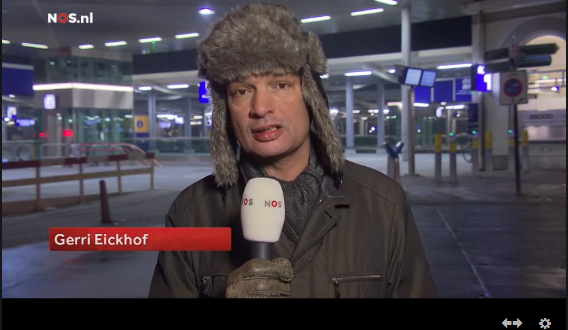 Screenshop NOS Journaal - item Gerri Eickhof in reizigerstunnel Zwolles Bergingsbedrijf in Zwolle