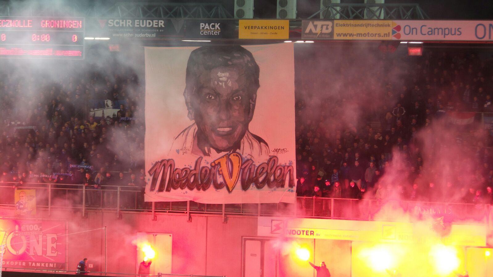 Eerbetoon Ria Dijk van De Vrolijkheid in PEC Zwolle stadion