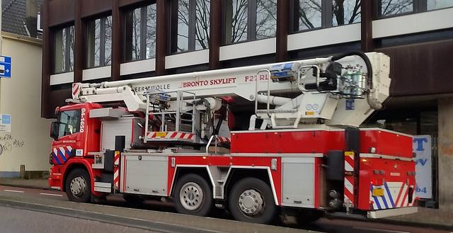 Photo of Twee doden bij brand op woonboot in Zwolle