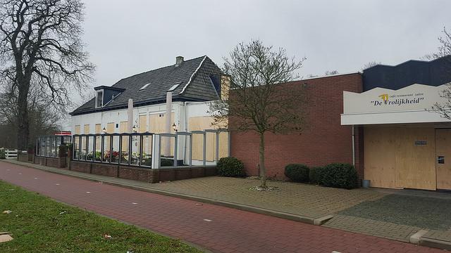 Café de Vrolijkheid van Ria Dijk is dichtgespijkers