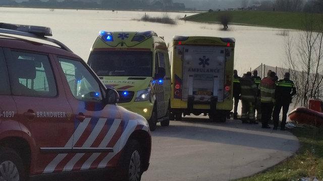 Photo of Video | Omgeslagen kanovaarder gered op IJssel bij Zwolle Zuid