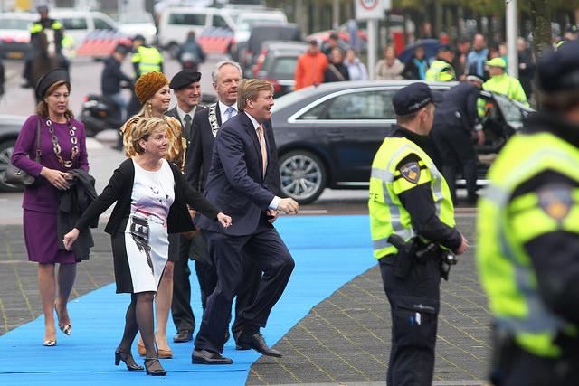 Foto: ©Frank van Hienen - Koningspaar komt aan in Zwolle voor viering 200 jaar Koninkrijk