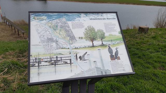 Het Buurtschap IJsselzone heeft in de loop der jaren heel wat informatieborden geplaatst.