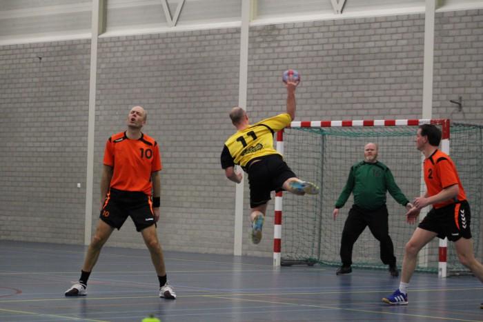 Photo of Handbalheren van SV Zwolle verliezen thuis van Duiven