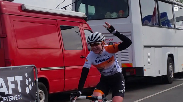 Anna van der Breggen als eerste over de streep op de Ceintuurbaan