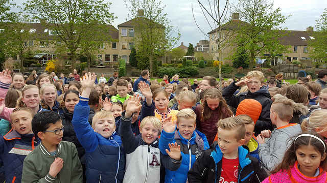 Photo of [VIDEO] 500 kinderen repeteren lied 'Vrij' voor Bevrijdingsfestival
