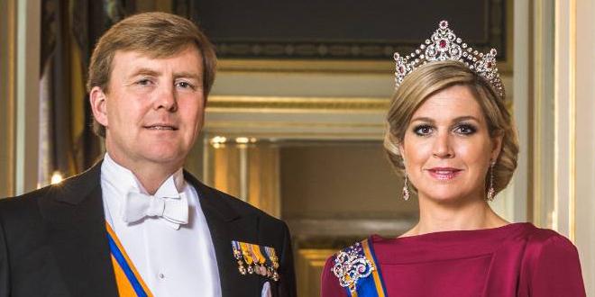 Zijne Majesteit Koning Willem-Alexander en Hare Majesteit Koningin Máxima, april 2013 - © RVD, foto: Koos Breukel.
