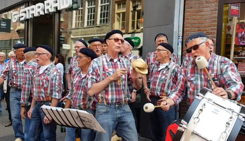 Photo of Klinkerfestival zorgt weer voor gezellige middag in centrum Zwolle