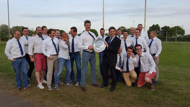 Photo of Rugbyclub Zwolle krijgt schaal voor geweldig seizoen