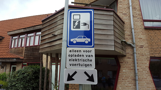 Photo of Laadpaal op zonne energie voor auto's in Stadshagen