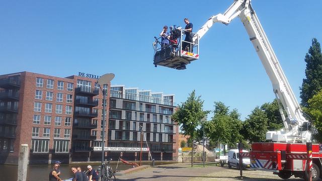 Photo of Brandweer IJsselland voert actie op Rodetorenplein