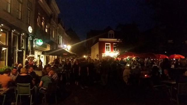 Photo of Vele hoofdpodia op gezellig druk Stratenfestival