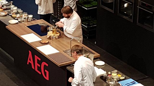 Chef Joachim Wisseler van drie sterren restaurant Vendôme op het podium tijdens Chef's Revolution