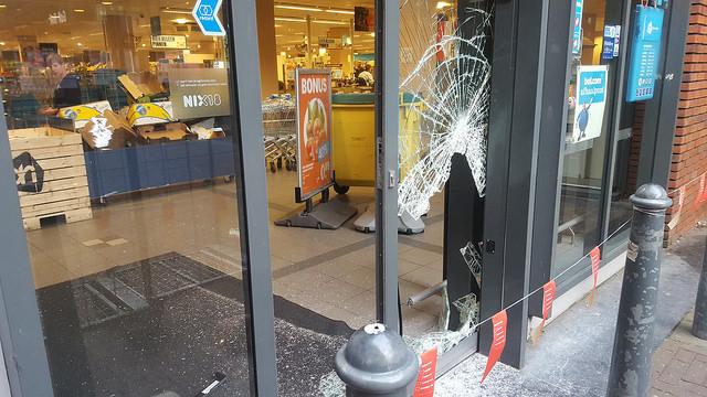 Photo of Politie zoekt getuigen inbraak Albert Heijn Zwolle-Zuid