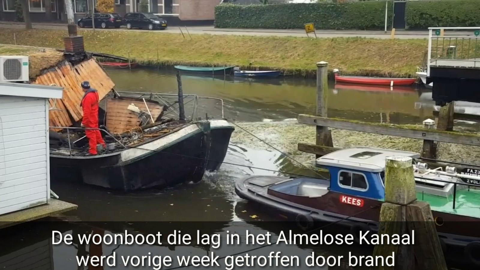 Photo of VIDEO – Uitgebrande woonboot naar Kampen gesleept