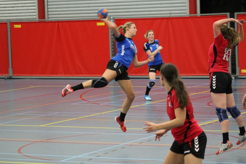 Photo of Zwolse handbaldames overdonderden tegenstander Heino in laatste fase